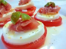 トマトとモッツァレラのサラダ~生ハムとともに