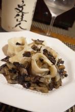 ワインに日本酒に、鮭の白子のラビオリ