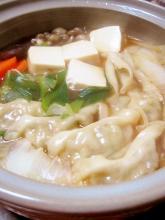 超簡単うまうま餃子鍋【市販の餃子と袋麺で】